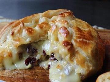 Baked Stuffed Brie with Cranberries & Walnu…